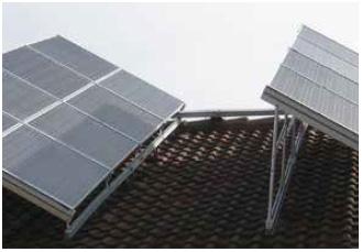 A lapostetőre telepített napelemek esetében jelentős hozamcsökkentő tényező a napelem sorok egymásra árnyékolása